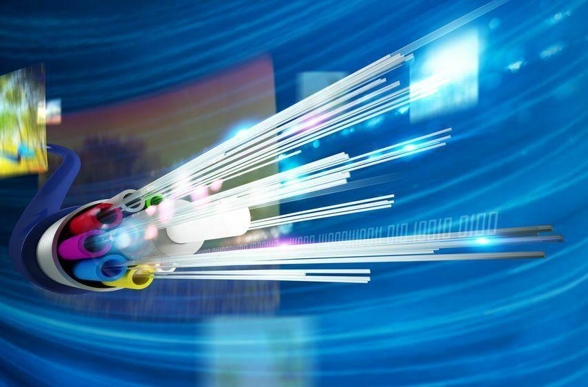 סיבים אופטיים. שיא מהירות האינטרנט? צילום: 123RF