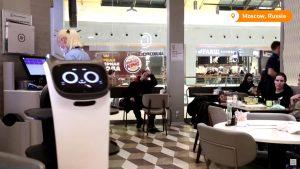 רובוט חתול מלצר